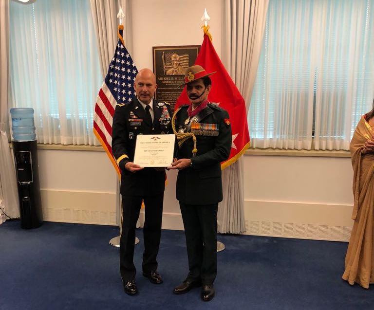 पूर्व सेना प्रमुख दलबीर सिंह सुहाग को यूनाइटेड स्टेट सरकार ने डिग्री ऑफ कमांडर की उपाधि से सम्मानित किया